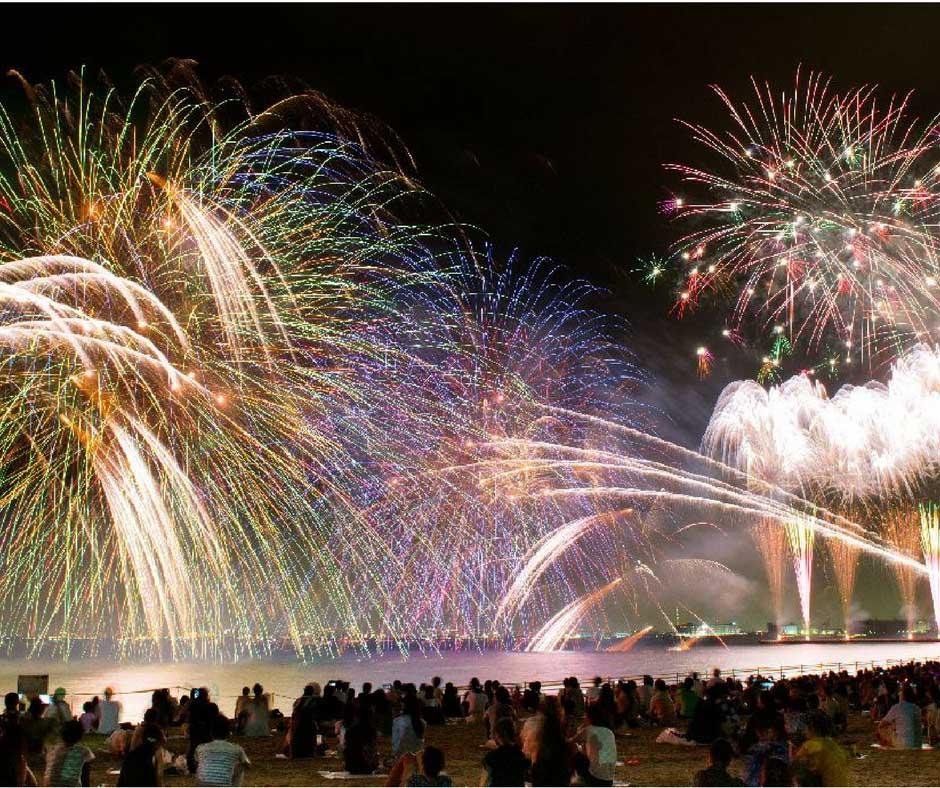 เทศกาลดอกไม้ไฟที่Makuhari Beach Fireworks