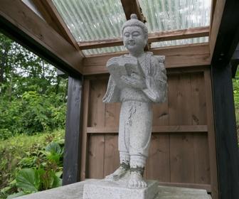 รูปปั้นนักเรียนสมัยโบราณ Ogama onsen
