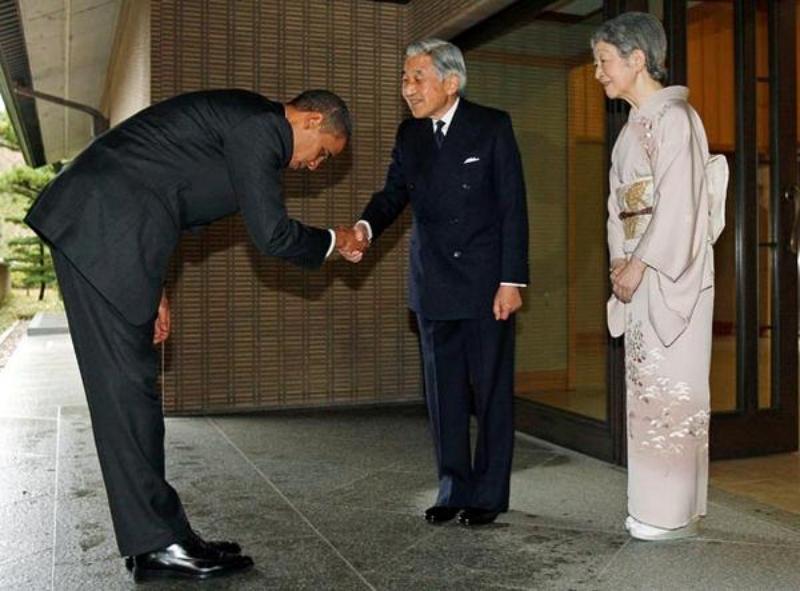 โอบลามาคำนับจักรพรรดิ์ญี่ปุ่น